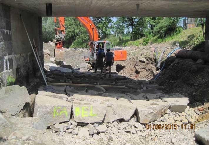 Absenken der Sohle unterhalb der Landesstraßenbrücke