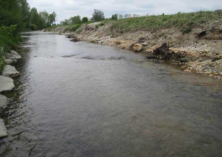 Rechtsufrige Aufweitung und erste Erosionen am  Projektsbeginn