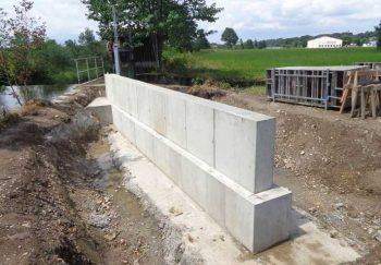 Anschlussmauer rechtsufrig zur Angleitner Wehr