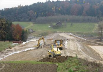Die Erdarbeiten am Dammbauwerk