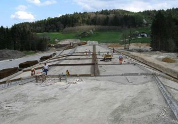 Betonarbeiten an der Hochwasserentlastung